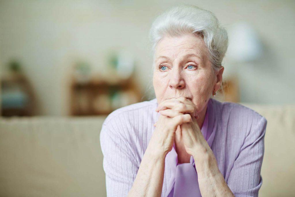 idős nő, távfelügyeleti szolgáltatás