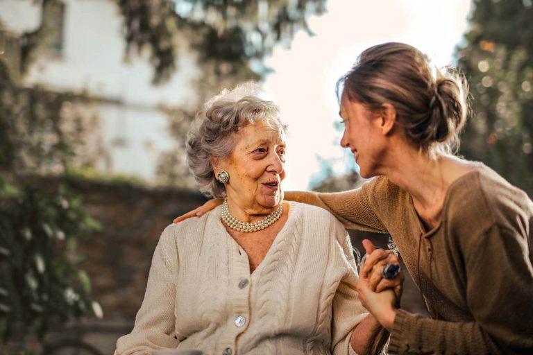 segélyhívó időseknek