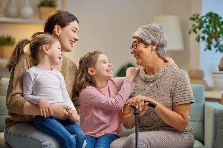 idős nő, unokák, időskori biztonság