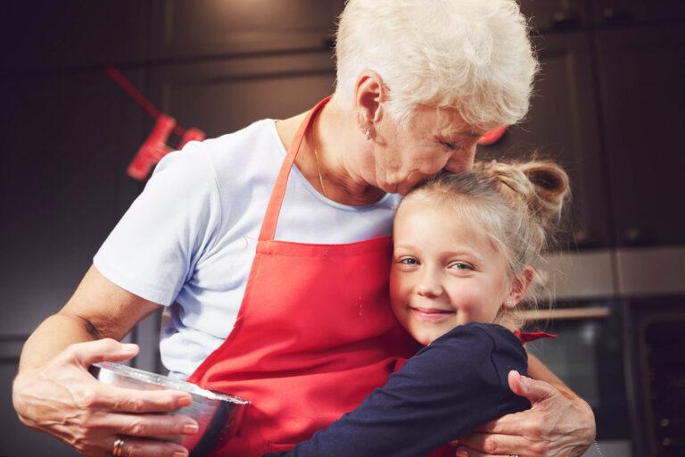idős nő, unoka, méltóságteljes időskor